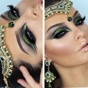 Насыщенный макияж глаз с двойными стрелками