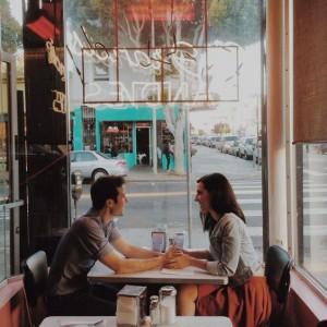 Милое общение в кафе