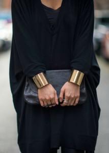Широкие металлические браслеты