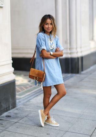 Летнее платье с легкими кроссовками