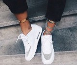 С чем носить кроссовки? Варианты нарядов