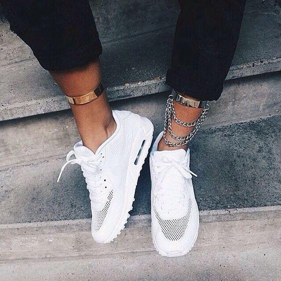 С чем носить кроссовки