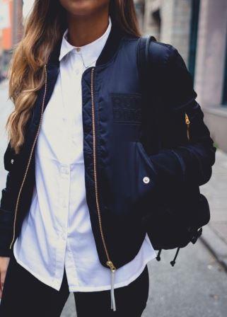 Классическая комбинация белой блузки и черного жакета