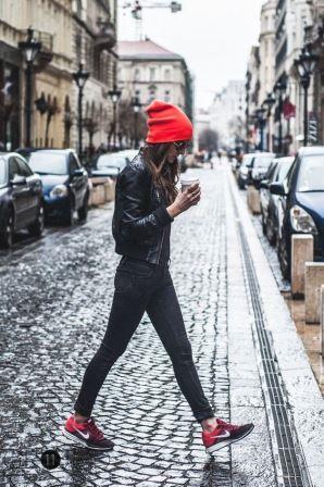 Прогулка по городу с чашечкой кофе