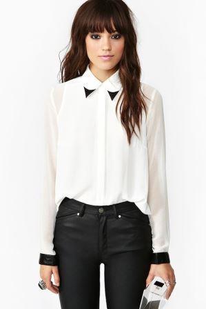Белая блуза с черными манжетами