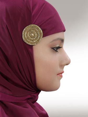 Мусульманские брошки на головном платке