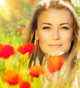 Красивая солнечная женщина