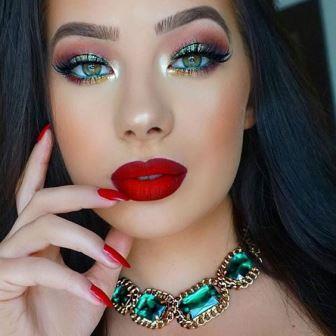 Яркий макияж с красной помадой